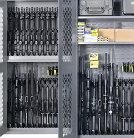 Дверь и решетки на стены в комнату хранения оружия мегаполис.